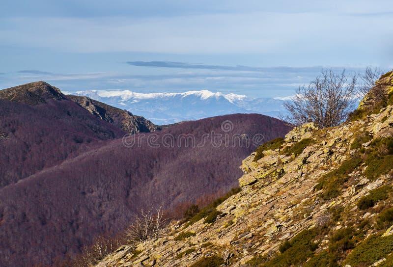 峰顶从蒙塞尼断层块和比利牛斯观看 免版税库存照片