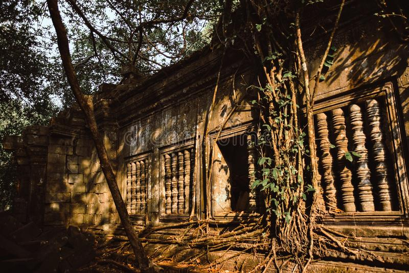 崩山大仑Mealea坦佩在接近吴哥窟的柬埔寨破坏 库存图片