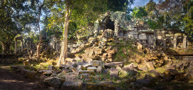 崩山大仑Mealea或桶盖Mealea寺庙 angkor banteay柬埔寨湖lotuses收割siem srey寺庙 柬埔寨 全景 库存图片