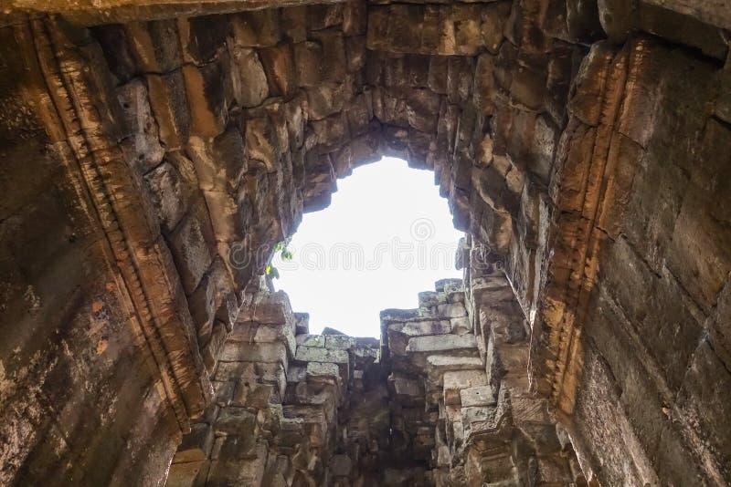 崩溃拜伦寺庙在吴哥城寺庙的屋顶 免版税库存图片