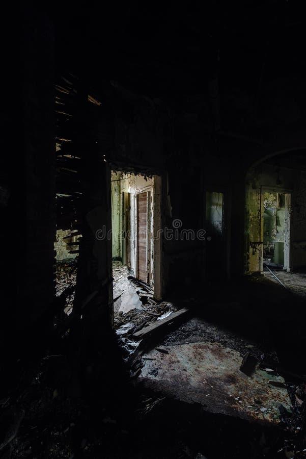 崩溃的走廊-被放弃的医院&老人院 库存照片
