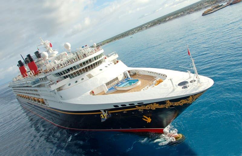 巡航唯一透视图的船 库存照片