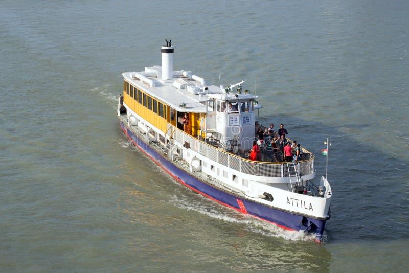 巡航在多瑙河的阿提拉小船在布达佩斯 库存照片
