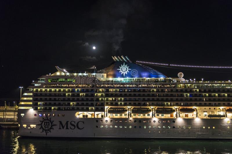 巡航在满月夜,巴塞罗那 免版税库存图片