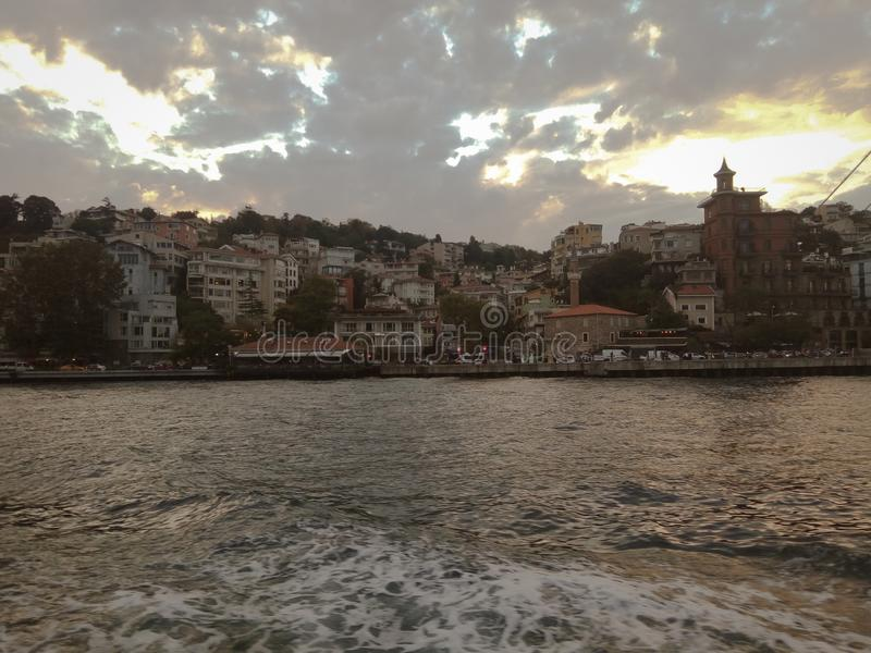 巡航在Bosphorus附近 库存图片