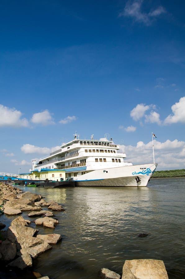 巡航多瑙河船 免版税库存图片