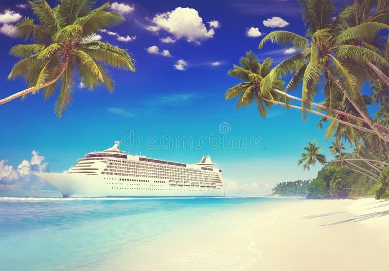 巡航海滩棕榈树假期旅行假日概念 免版税库存图片