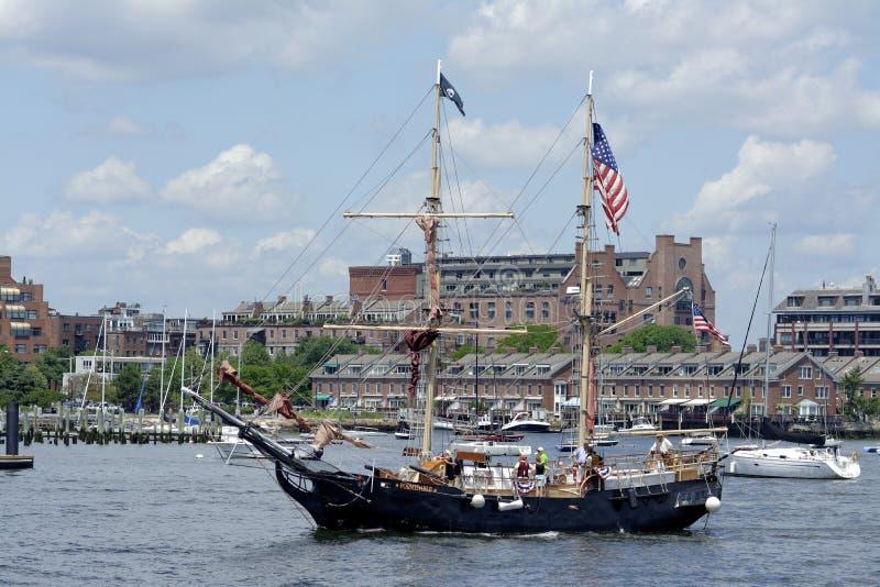 从巡航的海盗高船强大的回归 库存图片
