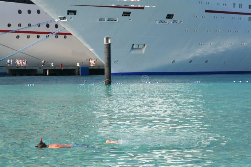 巡航端口船 库存照片