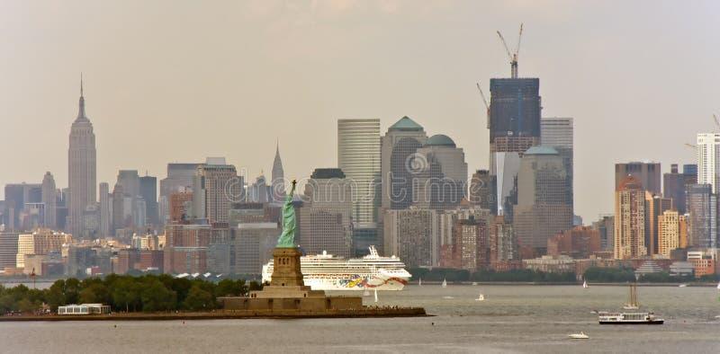 巡航自由轮雕象白色 库存图片