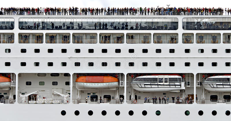巡航船的侧视图 库存图片