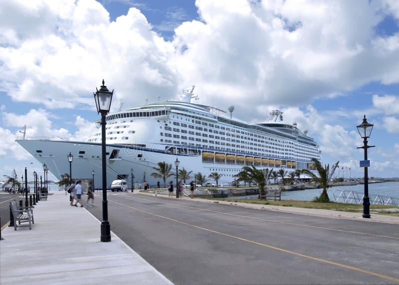 巡航靠码头的划线员端 库存照片
