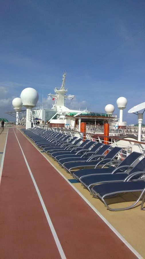 巡航-日光甲板和太阳床 图库摄影