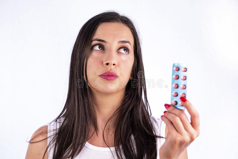 工业制药使药片维生素少妇水泡服麻醉剂 免版税库存图片