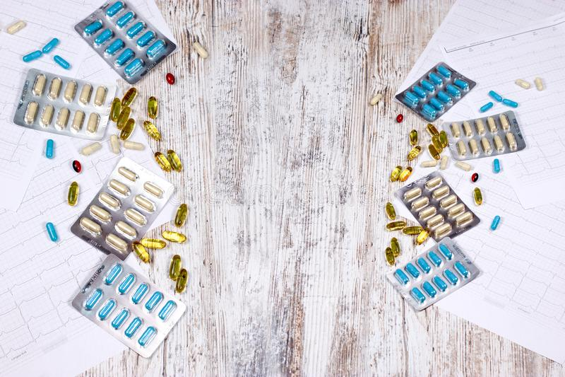 工业制药-疗程片剂和胶囊 免版税库存图片