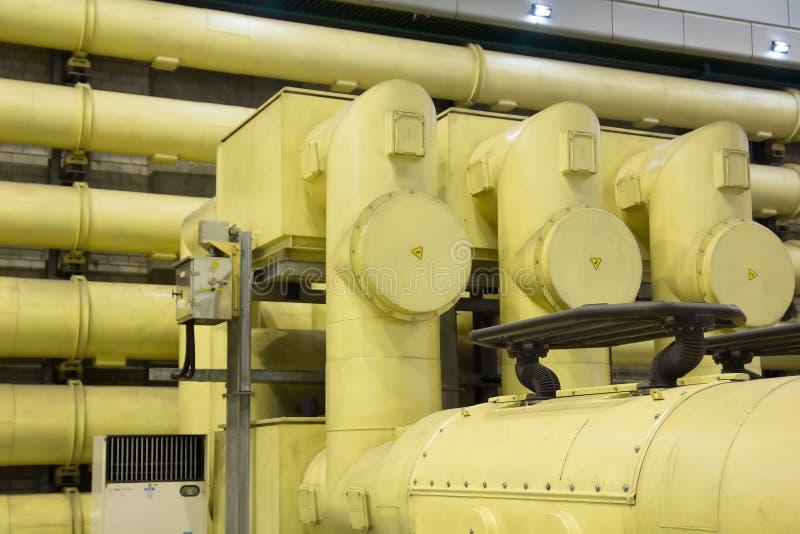 工业区、钢管道和设备 图库摄影