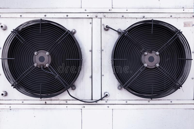工业空调的双重爱好者设施 免版税库存图片
