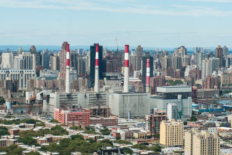 工业能量工厂工厂在大城市 免版税库存照片