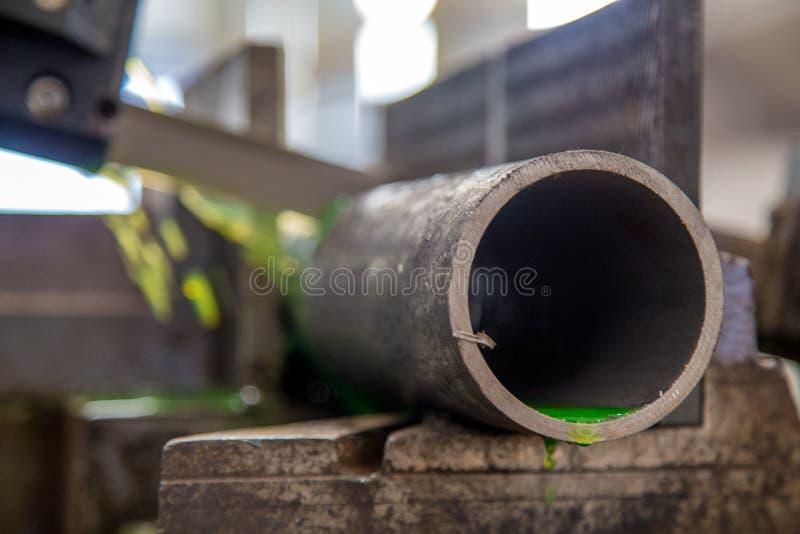 工业裁减管机器 库存照片