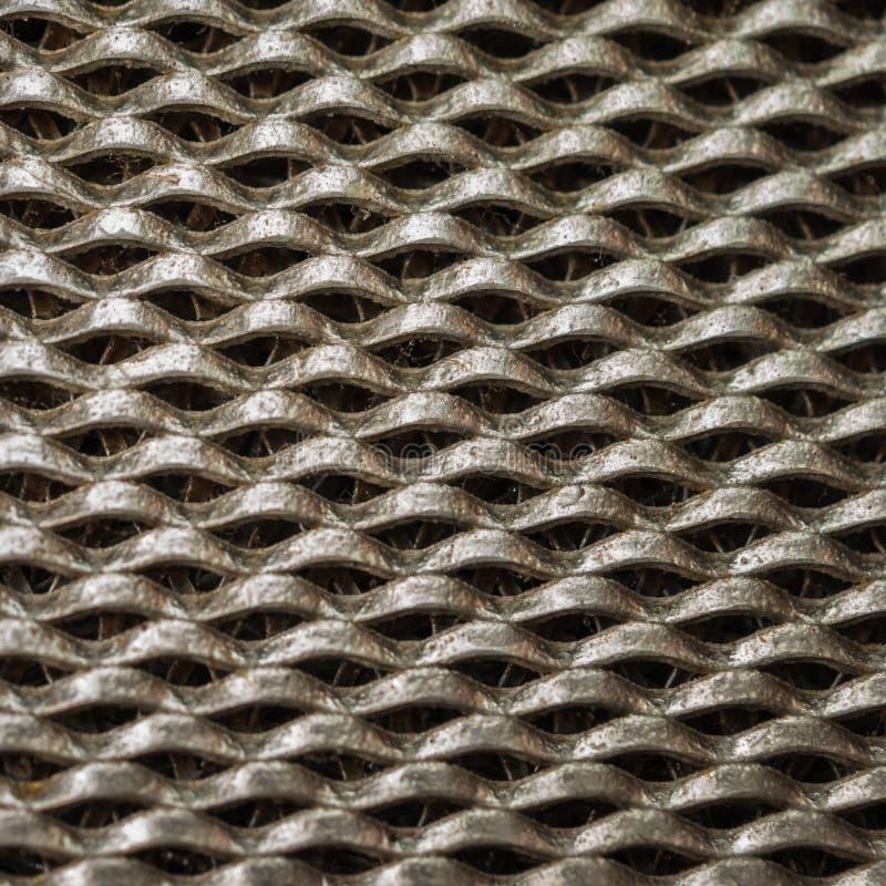 工业设计和卫生学概念:一个油腻铝筛网滤波器的宏观图象烹饪器材敞篷的,厨房排气扇过滤器 库存照片