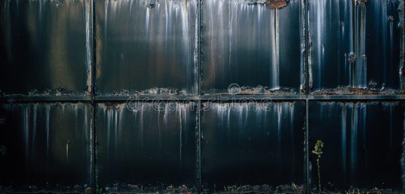 工业-生锈的门背景 免版税库存图片