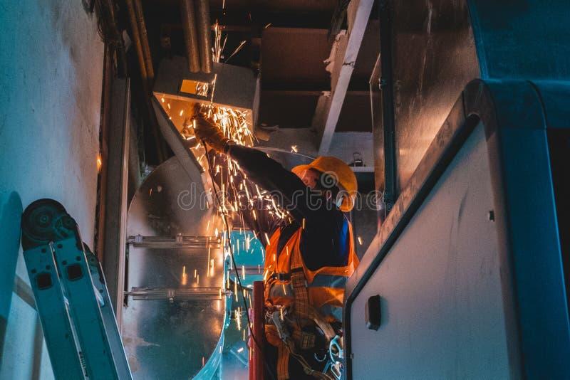 工业hvac修理设施工作者过程 免版税图库摄影
