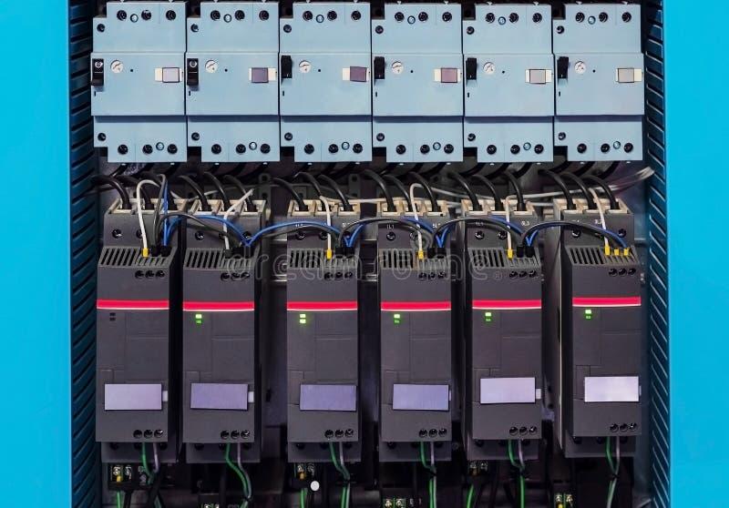 工业hvac控制台室用很多电机设备 免版税库存图片