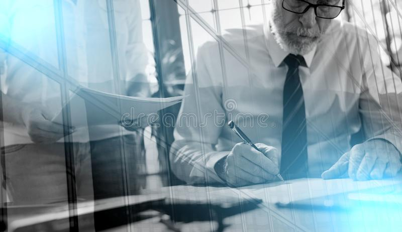 工作与行政助理的高级管理人员;多exposu 免版税库存图片