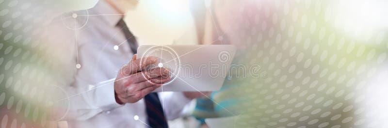 工作与行政助理,全景横幅的经理 免版税库存照片