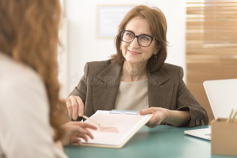 工作与雇员的专业顾问 免版税库存照片