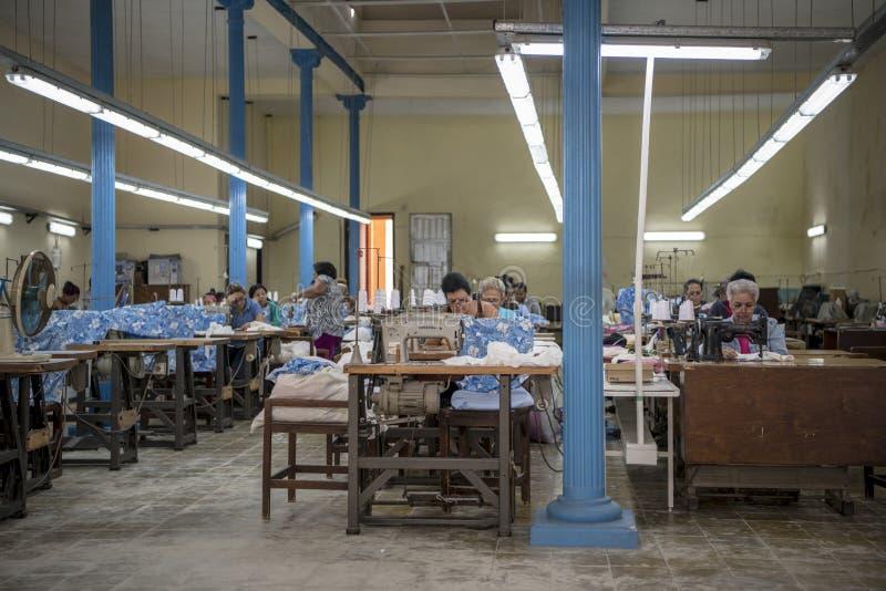 工作在哈瓦那,古巴的裁缝 免版税库存图片