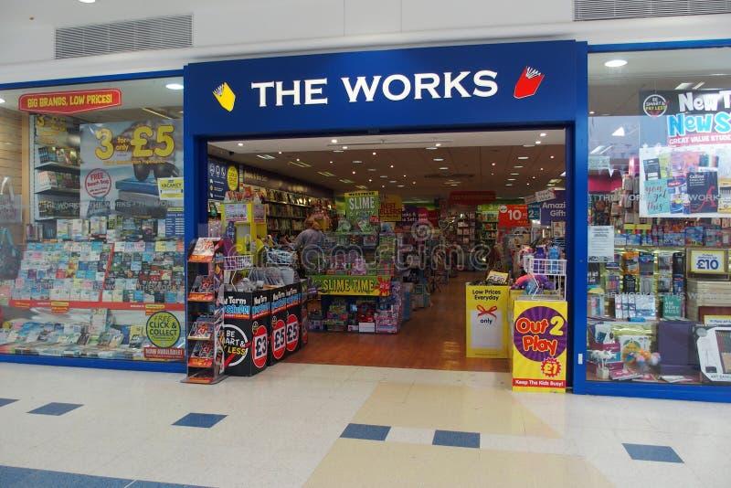 工作在奥平顿英国购物前面 免版税库存照片