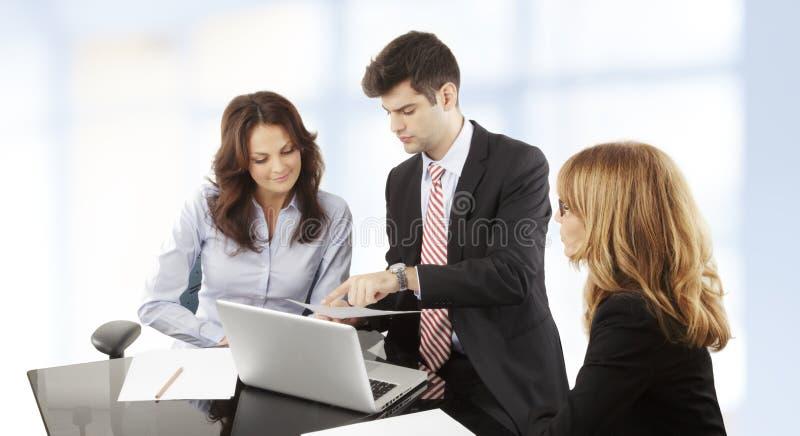 工作在小组的商人 库存照片