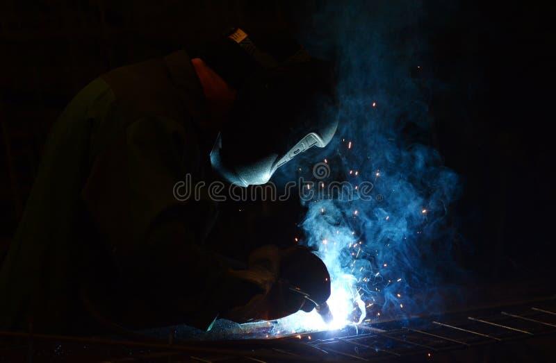 工作在植物做焊接金属 库存图片