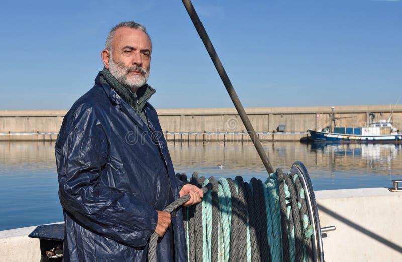 工作在海的渔夫 库存图片