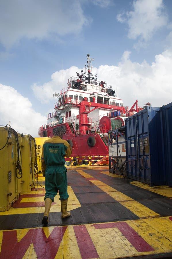 工作在甲板的甲板乘员组 库存照片