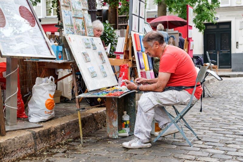 工作在著名Place du Tertre的画家在蒙马特在巴黎 图库摄影