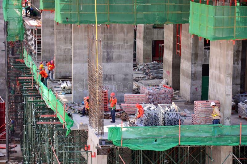 工作在建造场所的人们在曼谷泰国 库存图片