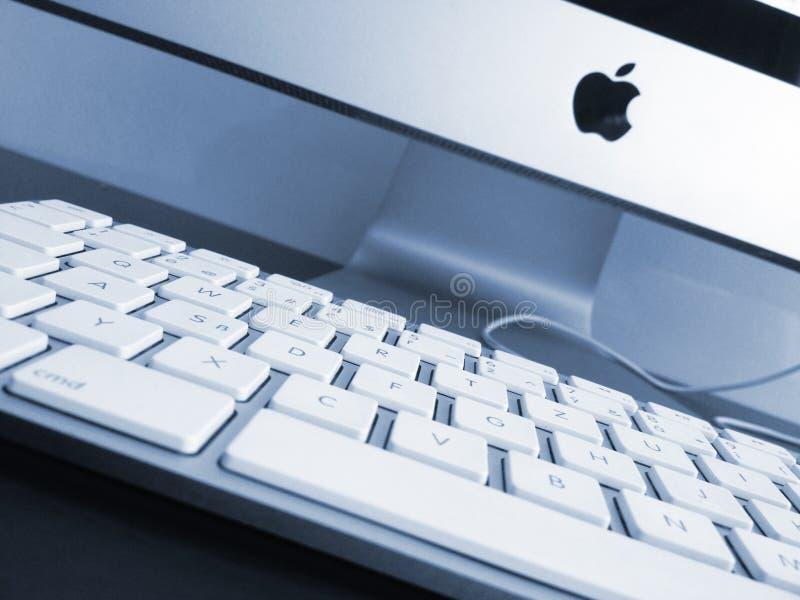 工作地点。 新的Apple计算机 库存照片