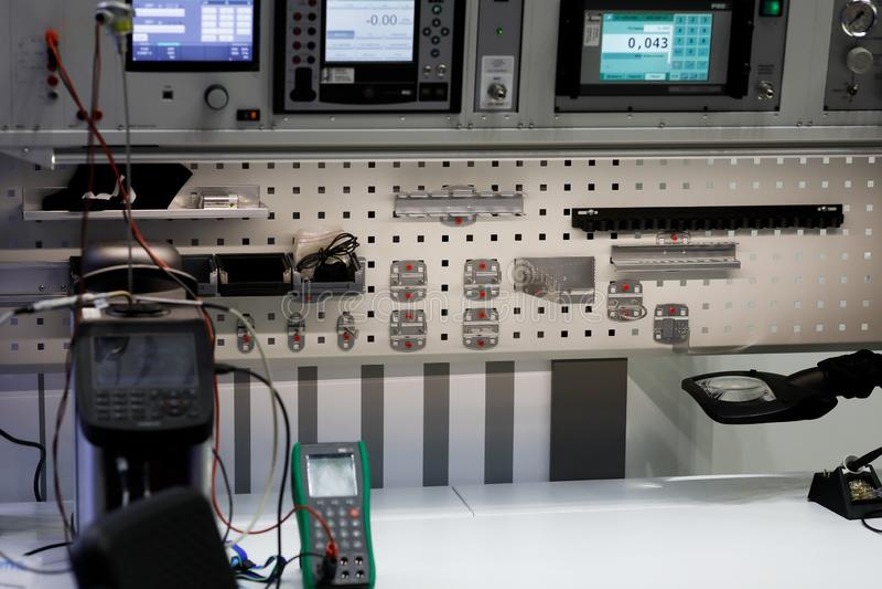 工作场所在测试和质量管理实验室 免版税图库摄影