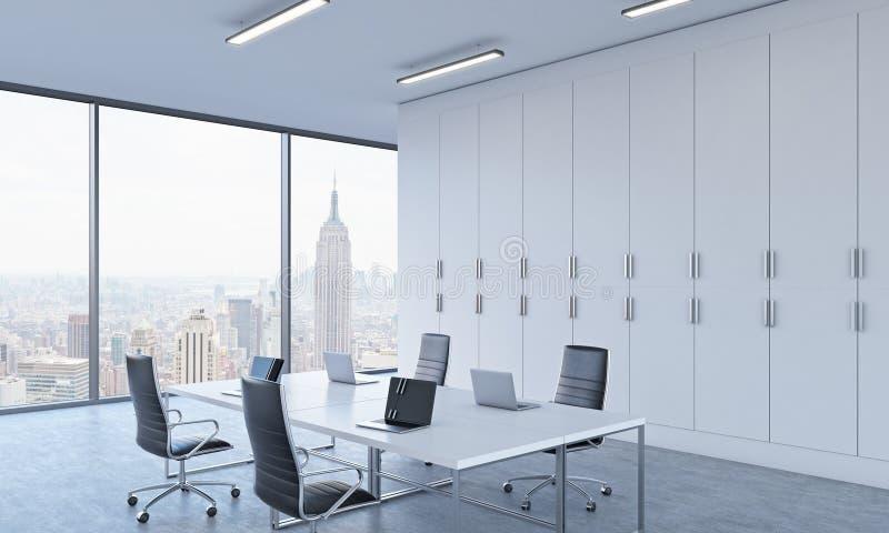 工作场所或会议区域在一个明亮的现代露天场所办公室 皇族释放例证
