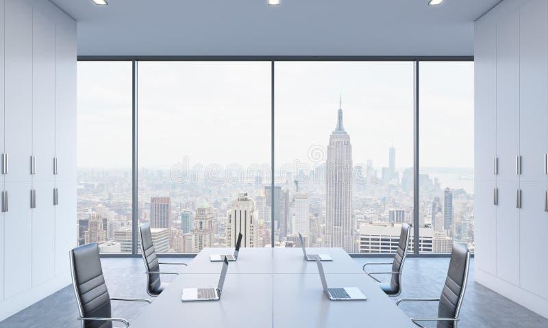 工作场所或会议区域在一个明亮的现代露天场所办公室 库存例证