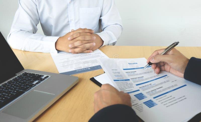 工作场所的人力资源委员会采访的候选人 免版税图库摄影