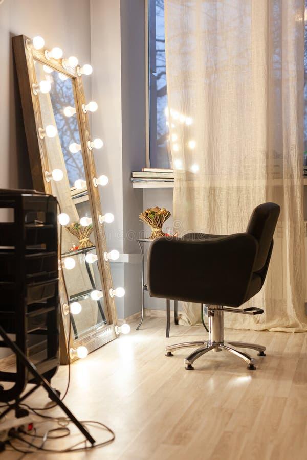 工作场所美发师,美发师,理发师,化妆师美容院 免版税库存照片