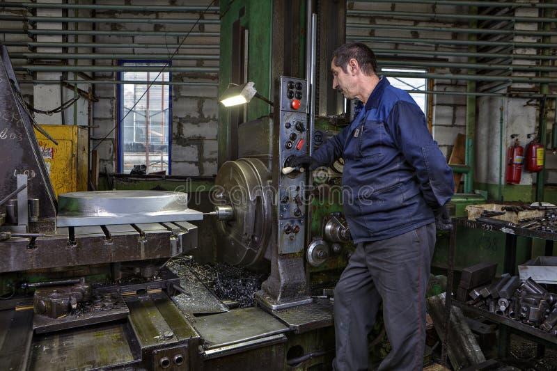工作机械工具钻头钢pa的操作员控制过程 免版税库存图片