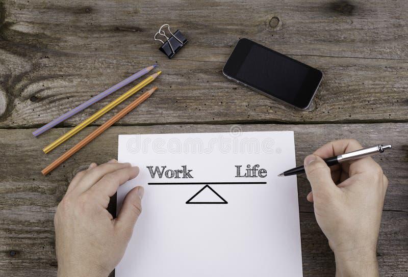 工作生活平衡 在纸片的文本 免版税库存照片