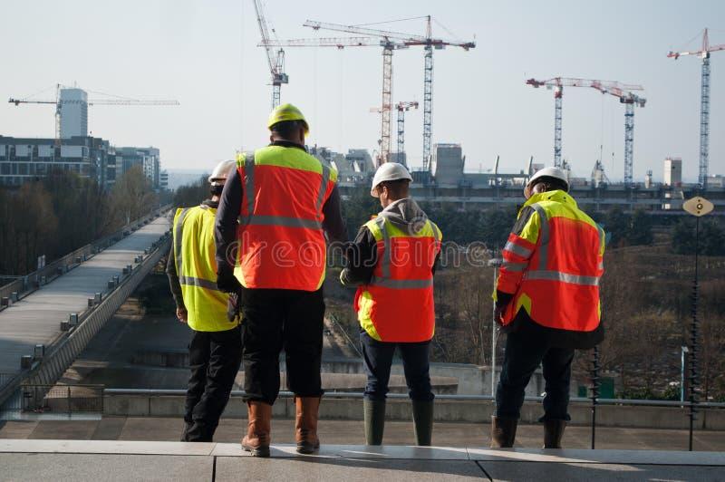 工作者在建造场所 图库摄影