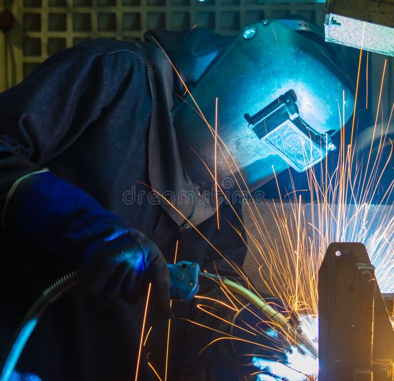 工作者焊接 免版税图库摄影