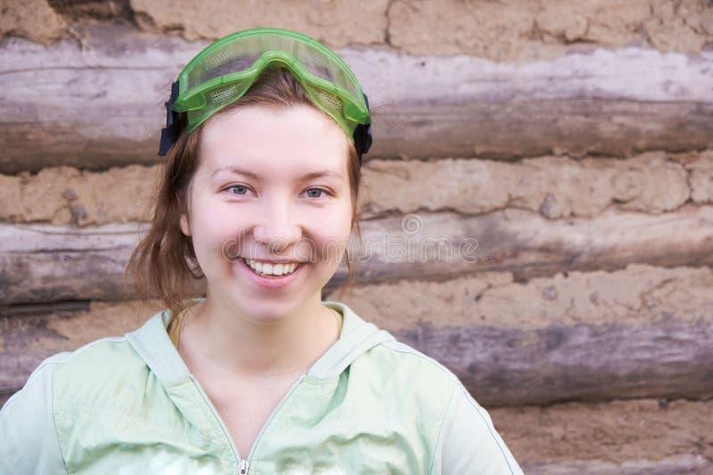 工作 一个女孩的纵向 微笑 免版税图库摄影