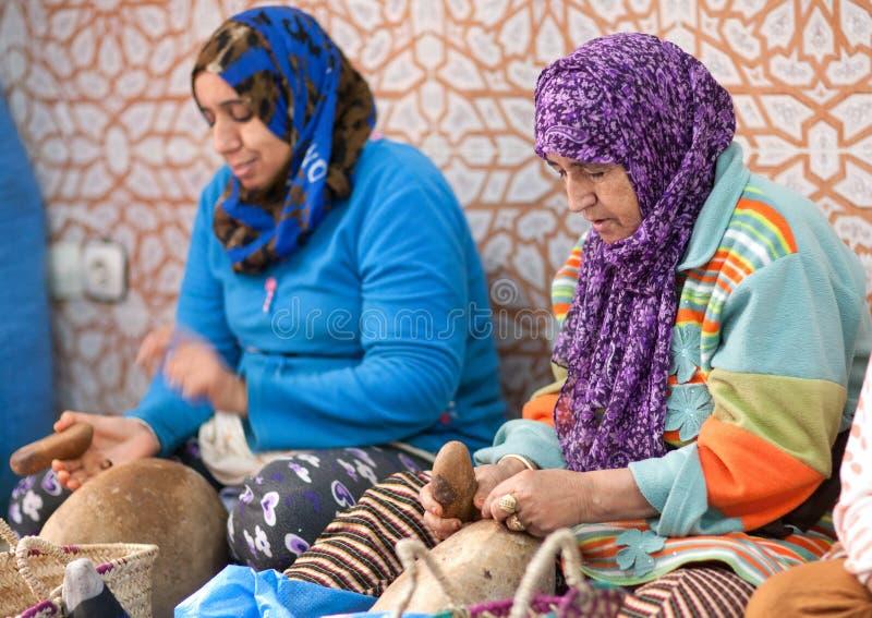 工作巴巴里人的妇女,摩洛哥 图库摄影